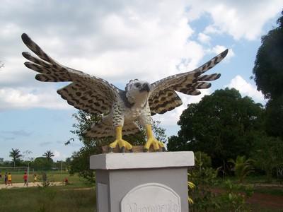 Monumento homenagem Gavião-real. Parintins-AM.